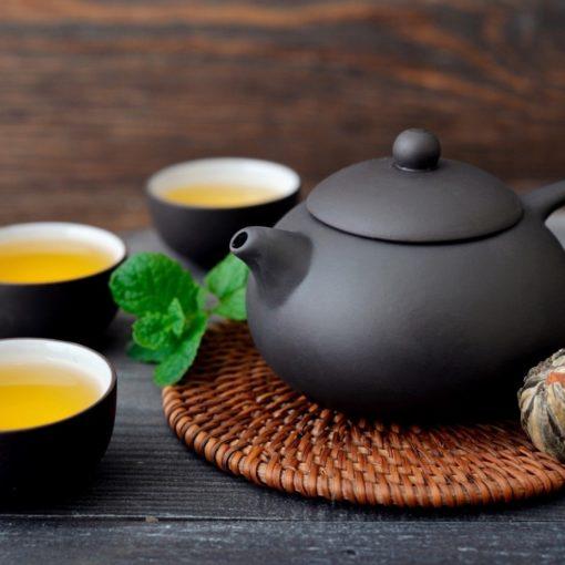 Thé blanc vs. Thé vert vs. Thé noir : quel thé est le plus sain ?