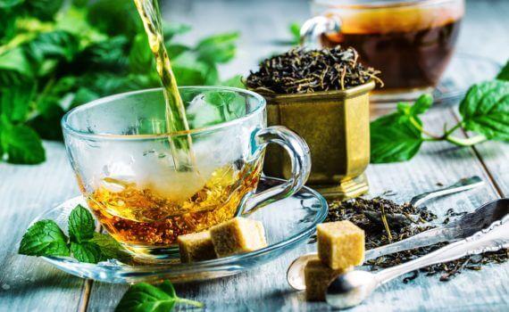 3 bienfaits du thé vert au jasmin (+ comment le préparer)