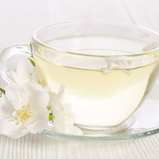9 bienfaits du thé blanc (+ comment le préparer)